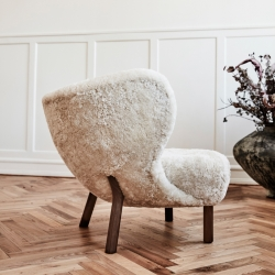 Fauteuil And tradition LITTLE PETRA VB1 peau de mouton