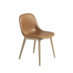 Chaise FIBER CHAIR pieds bois coque cuir MUUTO